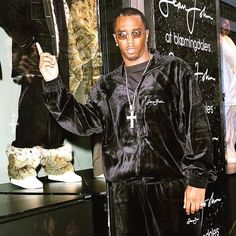 Diddy himself—along with Tommy Hilfiger, André Leon Talley, Fonzworth Bentley, Naomi Campbell, and more—walk us through the history of Sean John. Sean John Clothing, Hip Hop Fashion, Mens Fashion, Sean Jean, Puff Daddy, Oral History, Clothing Labels, Male Beauty, Creative Director