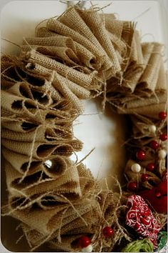 Christmas Burlap Wreath ... tut