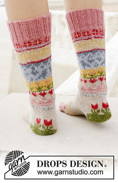 Socks & Slippers - Free knitting patterns and crochet patterns by DROPS Design Intarsia Knitting, Knitting Socks, Free Knitting, Drops Design, Crochet Socks, Knit Mittens, Knit Crochet, Fair Isle Knitting Patterns, Crochet Patterns