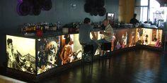 Mobiliario Led: barra de bar iluminada con nuestro panel LED. Da a tu negocio una imagen diferenciadora y de calidad. Contacta con nosotros y estudiaremos tu proyecto.