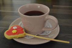 Herz am Stiel DIY Tableware, Never Too Old, Treats, Biscuits, Heart, Homemade, Kuchen, Gifts, Rezepte