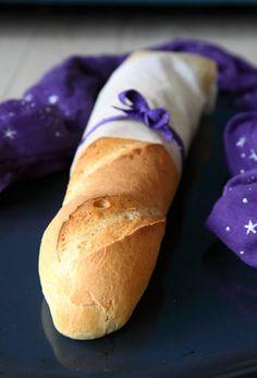 The Big Meowski: Sprøde, smagfulde flutes uden surdej Bread Baking, Hot Dog Buns, Flutes, Recipe, Breads, Recipes, January, Bakken, Baking