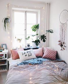 46 best dorm color schemes for your freshman dorm room 16 Dorm Color Schemes, Dorm Colors, Bedroom Apartment, Home Bedroom, Bedroom Decor, Airy Bedroom, Teen Bedroom, Tumblr Bedroom, Deco Studio