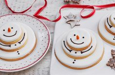 Get your kids counting down to Christmas with these delightfully cute snowmen…  #RePin by AT Social Media Marketing - Pinterest Marketing Specialists ATSocialMedia.co.uk Christmas Baking For Kids, Easy Baking For Kids, Diy Christmas Food Gifts, Christmas Uk, Christmas Food Treats, Christmas Fair Ideas, Christmas Inspiration, Christmas Cakes, Christmas Biscuits