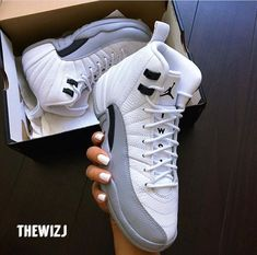 Women's Athletic Shoes - - Nike air jordan white Converse Unisex Chuck Taylor Classic All Star Lo OX Hi Tops Canvas Trainers New. Dr Shoes, Tennis Shoes Outfit, Nike Air Shoes, Hype Shoes, Casual Shoes, Jordans Sneakers, Outfits With Jordans, Womens Jordans, Jordans Girls