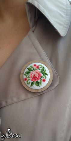 cross stitch brooch, cross stitch rose ,pink rose, cross stitch jewelry,hand stitch, handicraft