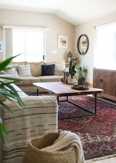 Living room Living room goals with a Heriz Persian rug as the highl. , on carpet living room apartments Living room Living room goals with a Heriz Persian rug as the highl. Living Room Goals, Living Room Colors, Living Room Modern, Rugs In Living Room, Living Room Designs, Living Room Decor, Bedroom Carpet, Living Room Carpet, Farmhouse Living Room Furniture