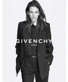 Julia Roberts for Givenchy Spring campaign - Fashion Julia Roberts, Vogue Fashion, Fashion Beauty, Smoking, Viviane Sassen, Mode Shoes, Campaign Fashion, Givenchy Paris, Patrick Demarchelier