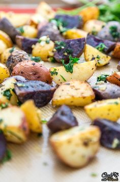 Flavorful, aromatic Herb Garlic Roasted Potatoes make a wonderful vegetarian side dish. With just a handful of ingredients, these potatoes are done in 30 minutes! #vegetarian