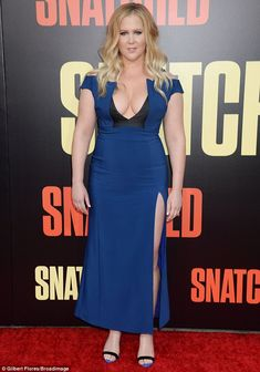 Amy Schumer's Blue Look at the Snatched Premiere - Amy Schumer rocked the red carpet in a high-cut & low-cut blue dress at the Snatched Premierein LA the other day. How do you all like her look? Curvy Women Outfits, Clothes For Women, Chic Outfits, Sexy Outfits, Amy Shumer, Beautiful Girl Photo, Beautiful Women, Black And Blue Dress, American Dress