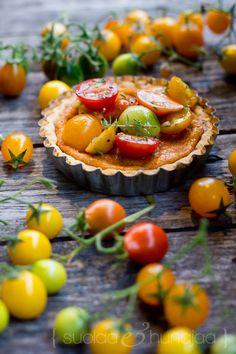 juustopiirakka-marinoidut-tomaatit