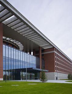 111113113612004 Hospital Architecture, Office Building Architecture, Parametric Architecture, Brick Architecture, Architecture Details, Building Design, Archi Design, Facade Design, Exterior Design