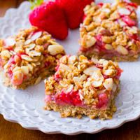 Healthy Strawberry Oat Squares. - Sallys Baking Addiction