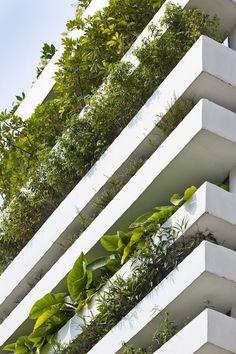 Uma fachada feita com jardineiras de concreto