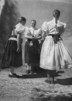 Vikartovce (Stredný Spiš) Folk Costume, Costumes, Panama, Mantel, Needlework, Nostalgia, Painting, Collection, Women