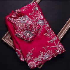 New Saree Designs, Silk Saree Blouse Designs, Saree Blouse Patterns, Fancy Sarees Party Wear, Designer Party Wear Dresses, Trendy Sarees, Stylish Sarees, Modern Saree, Dulhan Mehndi Designs