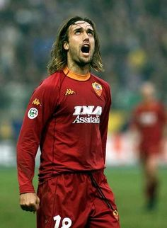 Gabriel Omar Batistuta (Reconquista, 1 February 1969) – He had only one objective: winning. And at Roma he became a champion. The Argentine striker was signed in the summer of 2000 by Franco Sensi for a transfer fee of 70 billion lire, after 9 seasons at Fiorentina.
