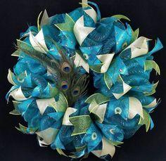 Deco Mesh Poof Wreath Tutorial, DIY summer wreath for your front door! Learn how to craft beautiful DIY deco mesh summer wreaths for summertime to decorate the front door of your hom. Deco Mesh Garland, Deco Mesh Ribbon, Deco Mesh Wreaths, Ribbon Wreaths, Deco Mesh Wreath Tutorial, Burlap Wreaths, Deco Mesh Christmas Wreaths Diy, Diy Christmas, Burlap Bubble Wreath