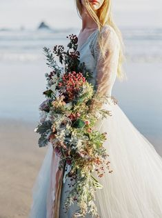 Oregon Coast bridal inspiration with stunning florals via Magnolia Rouge