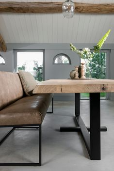 Custom dining tables at Table du Sud # dining room Make your … – Table Ideas Kitchen Table Bench, Dining Room Table, Dining Chairs, Home Living Room, Interior Design Living Room, Living Room Decor, Custom Dining Tables, Dining Table Design, Esstisch Design