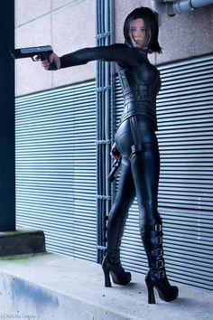 Selene from Underworld Cosplayer: NiKcKu Cosplay Photographer: Ruffys Fotografie Amazing Cosplay, Best Cosplay, Underworld Kate Beckinsale, Leder Outfits, Warrior Girl, Poses, Cosplay Girls, Cosplay Costumes, Gothic Fashion