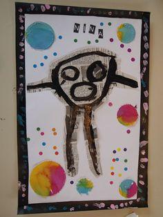 bonhomme sur papier journal. Bonhomme# maternelle#. Faire peindre un bonhomme à la peinture noire sur papier journal. Détourer ce bonhomme et le faire coller sur un A4 blanc. Ajouter des gommettes de couleur et des ronds de papier coloré. coller des bandes de papier noir autour de la feuille pour créer un cadre sur lequel l'enfant réalisera des ronds en graphisme (à l'aide de Giotto métal par exemple). Le prénom peut être découpé dans les titres de journaux pour être recomposé sur la…