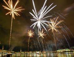 Feuerwerk - Firework Hamburg  http://www.krause-feuerwerke.de/grosse-stadtfeste-und-mega-events.html