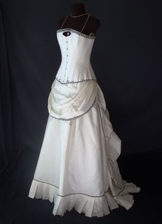 Steampunk Wedding Gown #Steampunk Wedding ... Wedding ideas for brides & bridesmaids, grooms & groomsmen, parents & planners ... https://itunes.apple.com/us/app/the-gold-wedding-planner/id498112599?ls=1=8 … plus how to organise an entire wedding, without overspending ♥ The Gold Wedding Planner iPhone App ♥