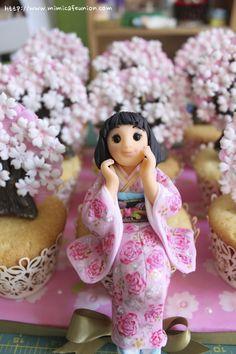 Sakura Girl Cupcake Art by mimicafe Union http://www.mimicafeunion.com
