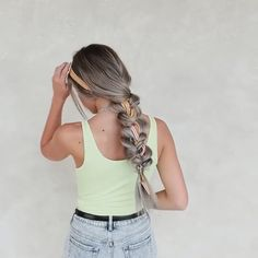 Do you wanna get a quick braid tutorial for weeden Try On Hairstyles, Bandana Hairstyles, Box Braids Hairstyles, Vintage Hairstyles, Hairstyles Videos, Hair Scarf Styles, Curly Hair Styles, Scarf In Hair, Hair Scarfs
