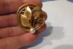 Vintage 60's White Pearl Gold Tone Leaf Round Pin or Brooch