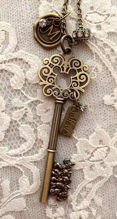 Mickey Mouse inspiré collier clé. Ton Bronze par JustCharmsByPam