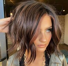 Medium Hair Styles, Short Hair Styles, Medium Choppy Hair, Fall Hair Cuts, Hair For Fall, Best Hair Cuts, Brown Blonde Hair, Dark Brunette, Brunette Hair