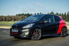 Peugeot-208-GTI-30th-Anniversary-Black-Front-Angle-Scene-carwitter.jpg (1024×680)