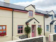 PRICE FROM £233.00 PW SLEEPS 4 BEDROOMS 2 BATHROOMS 2 PET FRIENDLY This delightful cottage is located in the pretty village of Knightstown and can sleep four people in two bedrooms.