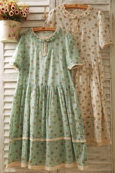 Forest Heart, City Thoughts — Beautiful dresses for field frolicking ♥ Vintage Dresses, Vintage Outfits, Vintage Fashion, Floral Dresses, Mode Outfits, Girl Outfits, Grunge Outfits, Mori Girl Fashion, Forest Girl
