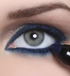 Navy blue eyeliner is so pretty!