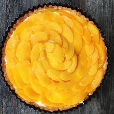 Tarta z kremem waniliowym i brzoskwiniami Pie, Food, Torte, Cake, Fruit Cakes, Essen, Pies, Meals, Yemek