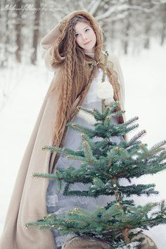 winter princess - some sort of variant of this outfit. I like the idea of this as a winter outfit. Winter Princess, Ice Princess, Noel Christmas, Winter Christmas, Christmas Photos, Yule, Foto Face, Costume Original, Art Magique