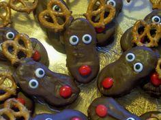 Preschool Crafts for Kids*: Chocolate Nutter Butter Christmas Reindeer Cookies Recipe Christmas Reindeer Cookies, Christmas Food Treats, Santa Cookies, Christmas Goodies, Christmas Candy, Homemade Christmas, Christmas Desserts, Holiday Treats, Christmas Baking