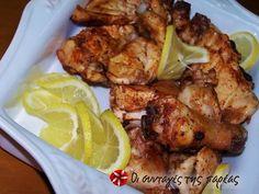 Κοπανάκια και φτερούγες κοτόπουλο στη σχάρα #sintagespareas #kopanakia #fterouges #shara Chicken Wings, Poultry, Meat, Food, Backyard Chickens, Essen, Yemek, Meals