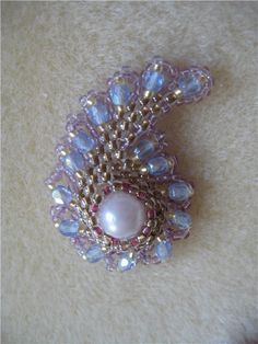 For a master class and the same piece in opaque colors, go to http://www.mylovelybeads.com/php/class/previewClass.php?num=1=paisley=ru   #seed #bead #tutorial