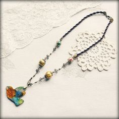 Pendentif oiseau multicolore en pâte polymère perles par Faraboule