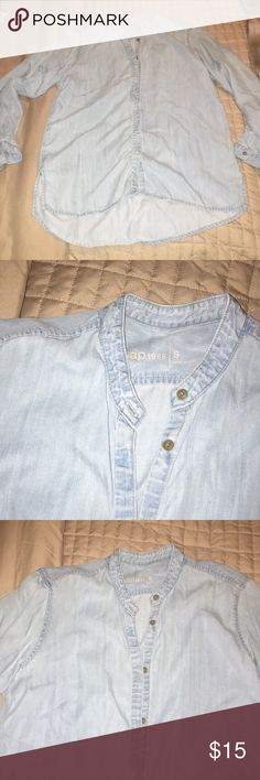 GAP Chambray Top Chambray loose fitting top. Slots on the sides. In perfect condition GAP Tops