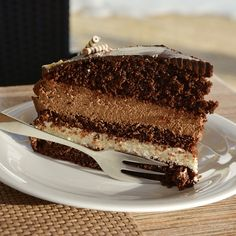 Cake is a must-have when celebrating birthdays and holidays. Find out how to ensure you have a great cake even while camping. Pressure Cooker Cake, Slow Cooker Cake, Confetti Cake Recipes, Dump Cake Recipes, Chocolate Cake Recipe Easy, Chocolate Mug Cakes, Food Cakes, Köstliche Desserts, Delicious Desserts