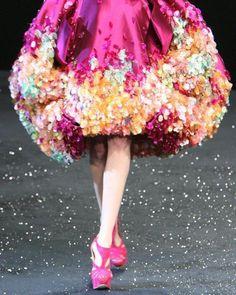 Couture Details, Fashion Details, Fashion Design, Floral Fashion, Runway Fashion, High Fashion, Fashion Show, Paris Fashion, Image Mode