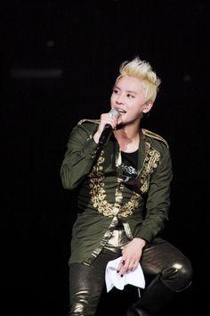Fans faint during JYJ member Junsu's first solo concert #allkpop #kpop #JYJ