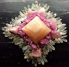 Himalayan Quartz, Rose Quartz, Himalayan Salt Pyramid with Geraniums  In the light of love all turns pure tender and strong beyond measure if not it is not love neither light °Woodlights Woudlicht  This is a crystal grid from a while ago. Such a sweet memory...