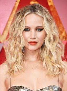You Won't Believe Who Inspired Jennifer Lawrence's Oscars Hair+#refinery29