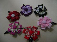 Fabric flower barrette  Clip para el pelo con flores de tela